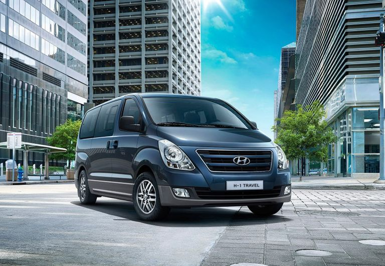 hyundai h1 travel vs peugeot traveller. Black Bedroom Furniture Sets. Home Design Ideas